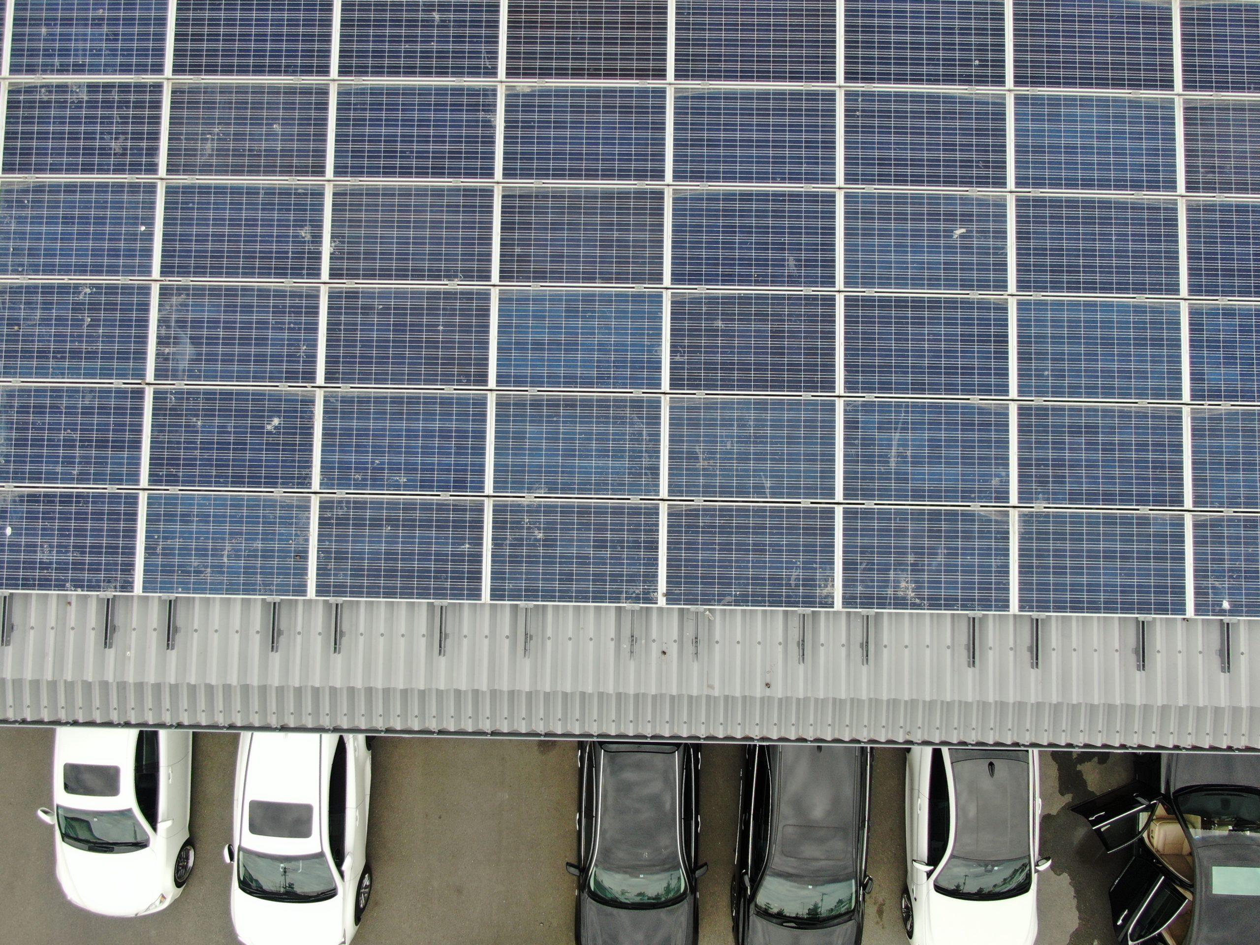 ソーラーパネルの点検